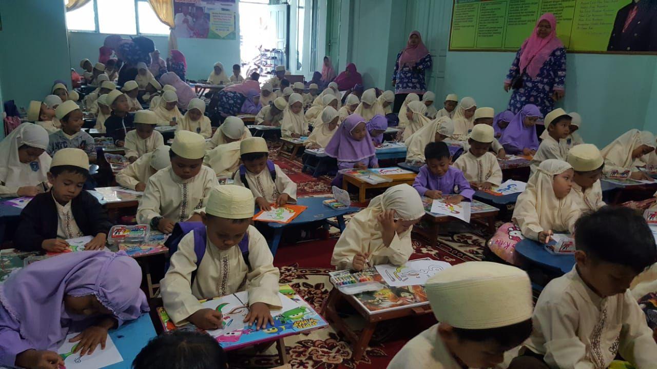 RA Se Kota Padangpanjang Meriahkan Festival Mewarnai HAB