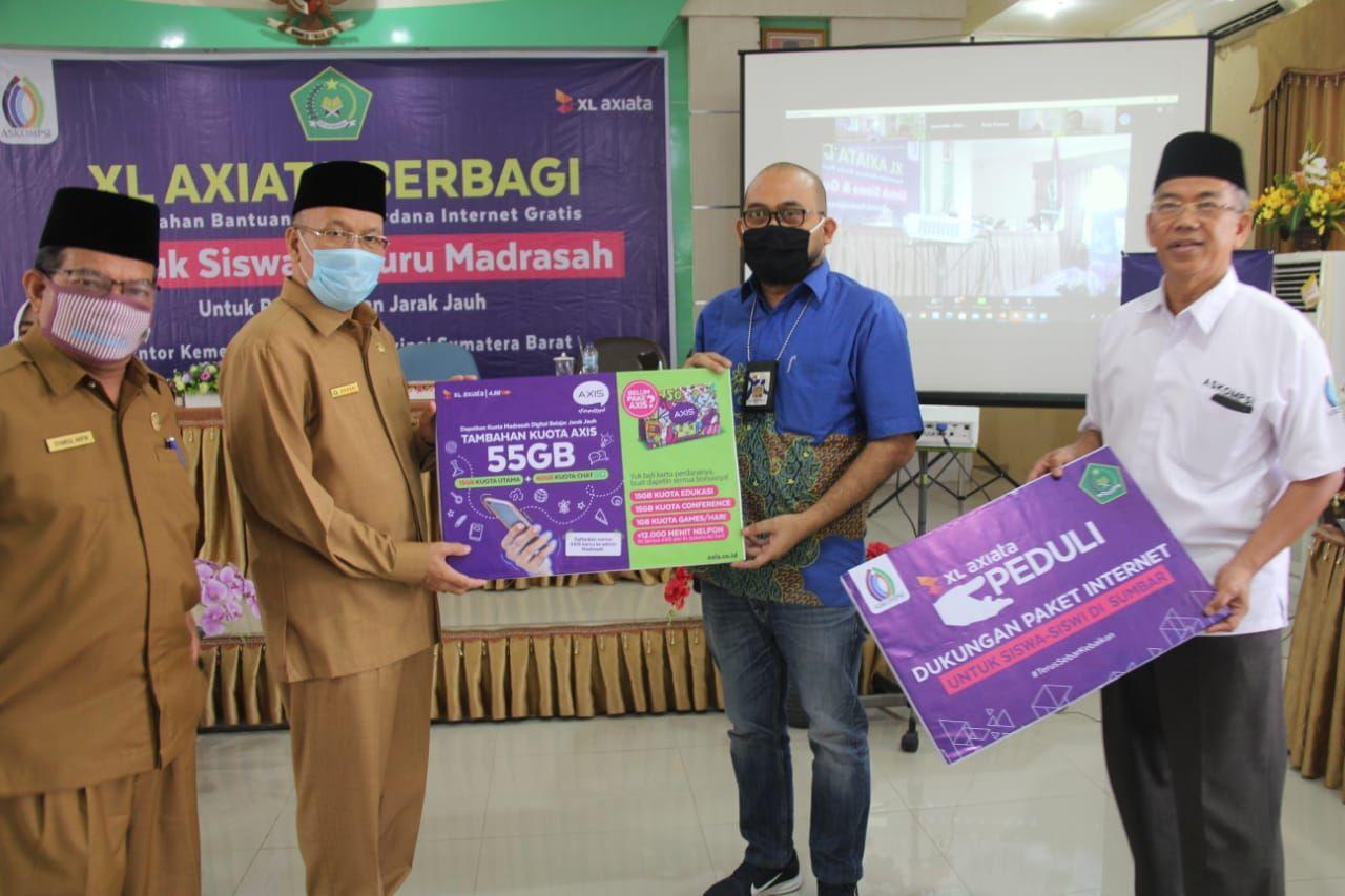 Perdana Di Sumatera Xl Axiata Tbk Bantu Pjj Madrasah Se Sumbar Kementerian Agama Provinsi Sumatera Barat