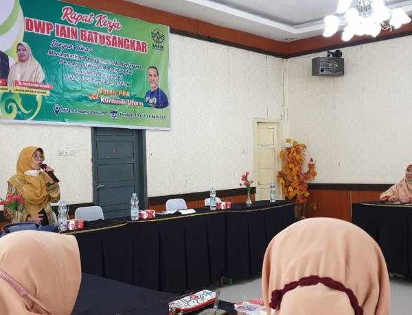Raker, DWP IAIN Batusangkar Hadirkan Ny Bahirni Hendri sebagai Pembicara