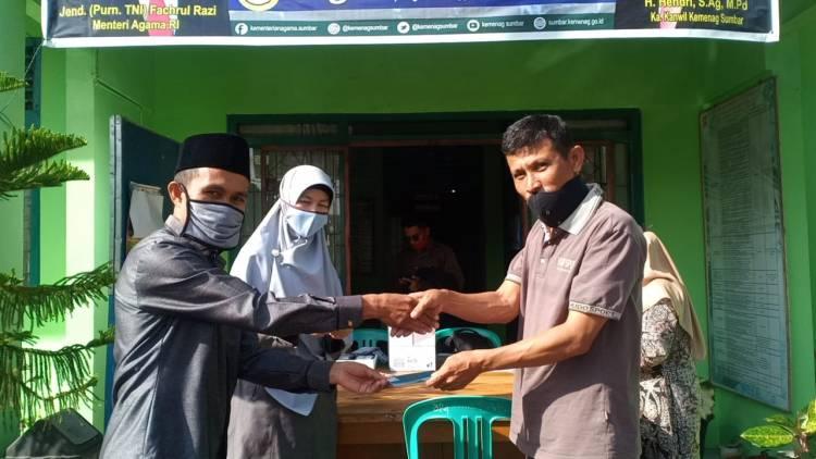 Kakankemenag Agam Kembalikan Pasport Jama'ah Haji Kec. Ampek Angkek
