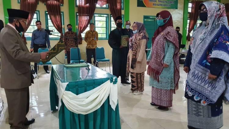 Lantik Kepala Madrasah, Kakan Kemenag Ajak Pertemuan Sebulan Sekali