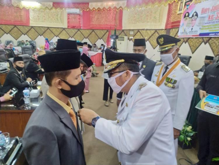 Hamdani ASN Kankemenag,  Terima Penghargaan di Hari Jadi Kota Padang
