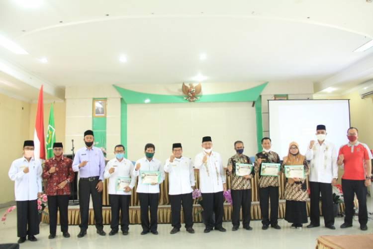Kakanwil Beri Reward  5 Madrasah Aliyah Dengan Serapan Anggaran Tertinggi