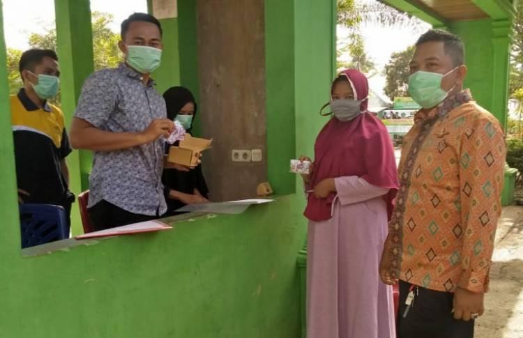 Asn Man 3 Kota Padang Salurkan Paket Perdana Layaknya Drive Thru Kementerian Agama Provinsi Sumatera Barat