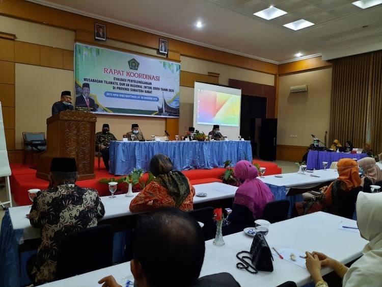 Kakanwil Kemenag Sumbar Berikan Materi Pada Rapat Evaluasi  Pelaksanaan MTQN ke XXVIII