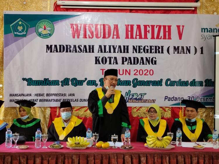 MAN 1 Kota Padang Wisuda 145 Tahfizh  Alqur'an, Kakanwil Beri Reward kepada Tahfizhah Terbaik
