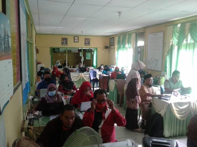 Guru Madrasah PSA Sulit Air Ikuti Bimtek E-Learning