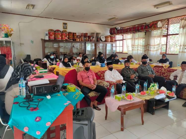 H Afrizal Buka Workshop Instrumen Satuan Pendidikan di MTsN 4 Sijunjung