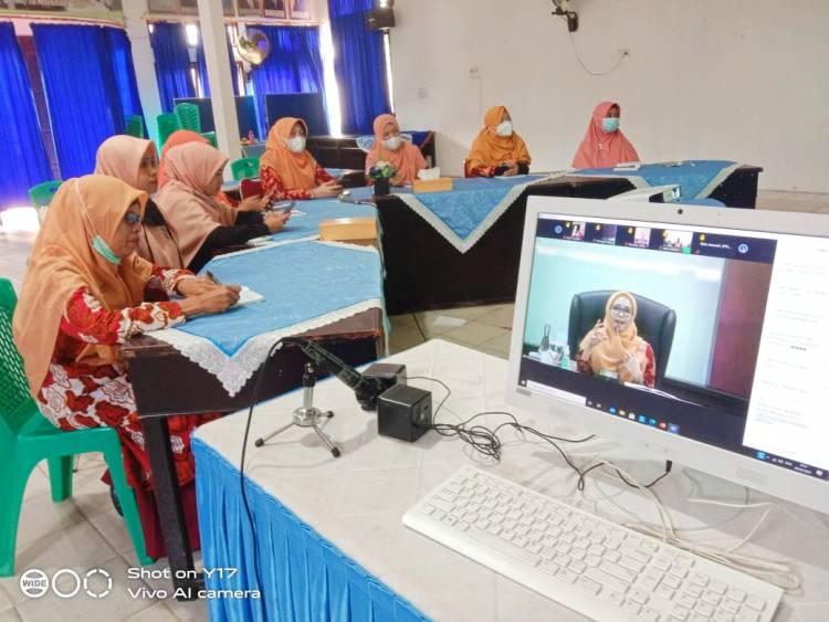 Ketua Bersama Pengurus DWP Kemenag Kota Payakumbuh Ikuti Webinar DWP Kemenag RI