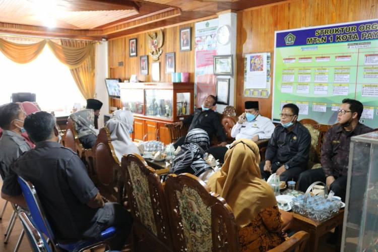 Monitoring dan Evaluasi Pelaksanaan Ujian Madrasah MTsN 1 Kota Payakumbuh Oleh Kabid Penmad Kanwil Kemenag Sumbar