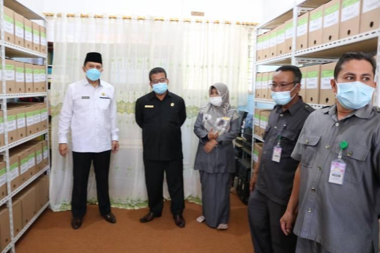 Dukungan Kabid Penmad Kanwil Kemenag Sumbar Untuk Record Center MTsN 1 Kota Payakumbuh