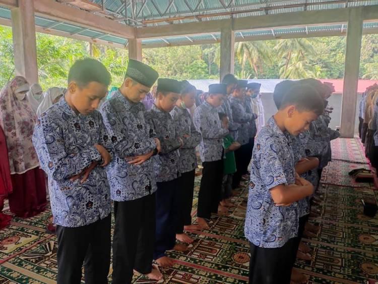 MTsN 1 Solok gelar Salat Ghaib untuk Prajurit KRI Nanggala 402