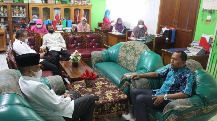 Kepala Kemenag Sawahlunto Imbau Jajaran Madrasah Tingkatkan Disiplin dan Kualitas Kerja