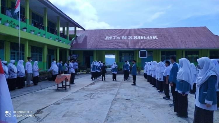 Pengurus OSIM MTsN 3 Solok Periode 2021-2022 Dilantik Kepala Madrasah