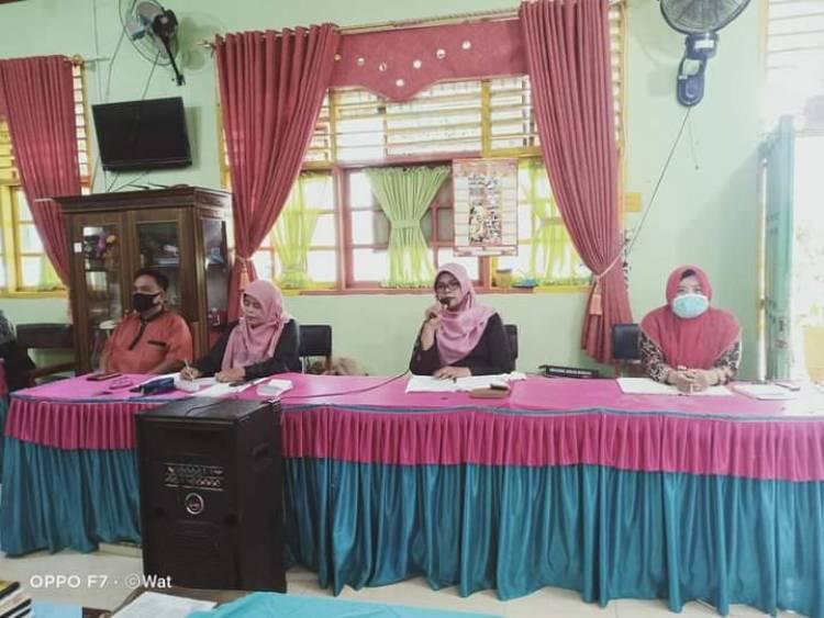 Kepala MTsN 1 Kota Pariaman Berikan Pengarahan kepada Guru dan Pegawai Menjelang Libur Akhir Ramadan