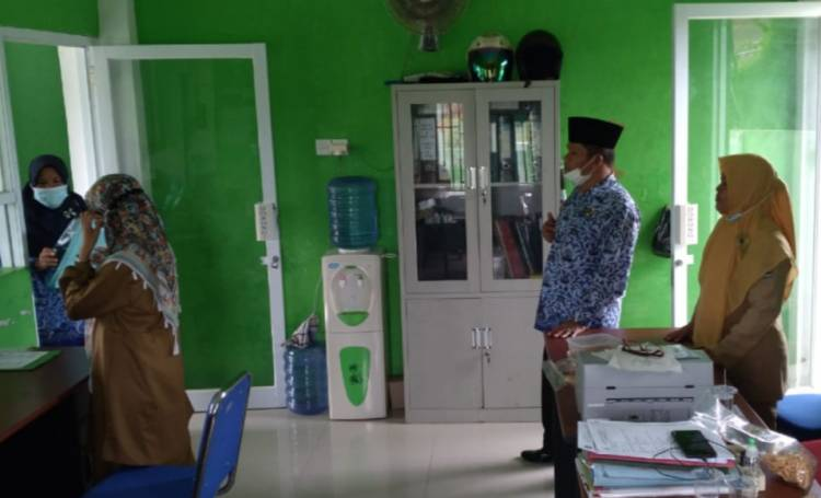 Hari Pertama Pasca Libur Lebaran, Kemenag Kota Padang Sidak Madrasah dan KUA