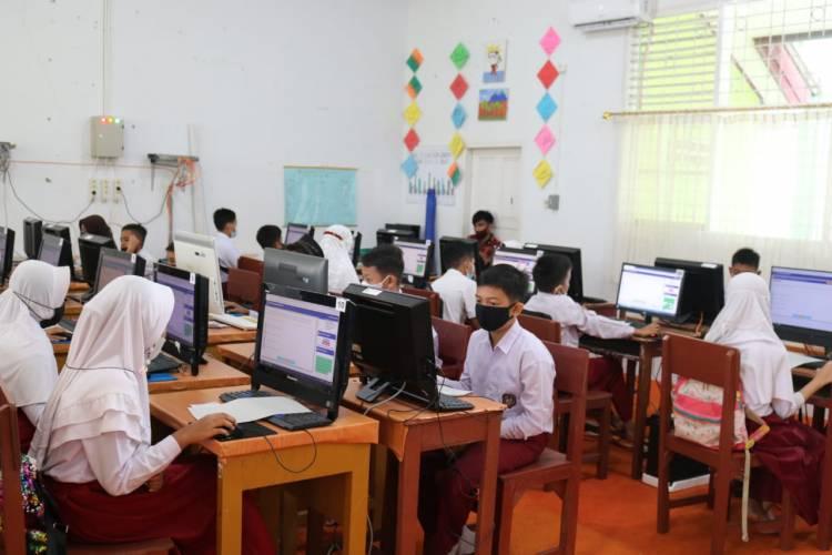 MTsN 1 Kota Payakumbuh Laksanakan Seleksi  PPDB Menggunakan E-learning CBT