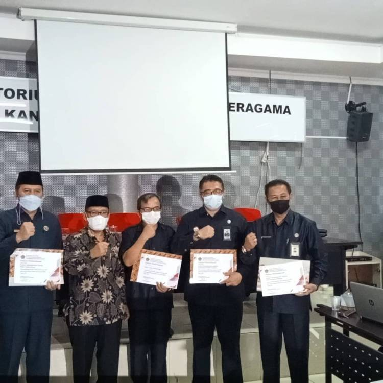Kemenag Padang Panjang Terima Piagam Penghargaan terkait WBK-WBBM