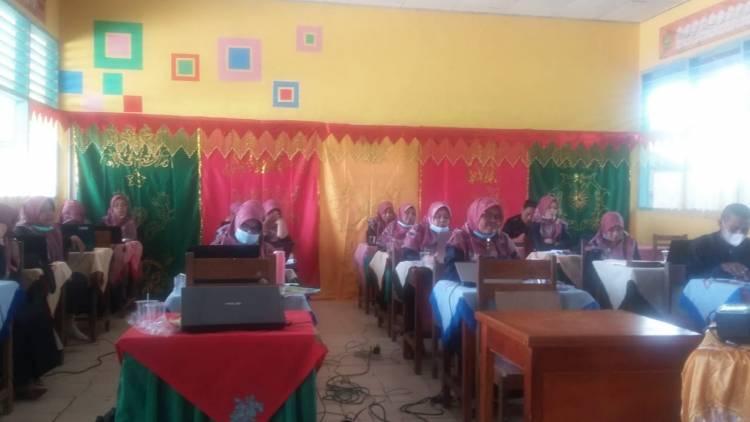 MTsN 7 Solok Gelar Workshop Peningkatan Kompetensi Guru
