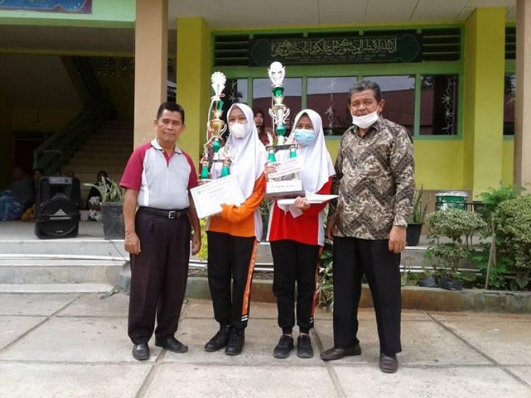 Peraih Nilai Tertinggi Madrasah PSA Diberi Reward Anggota DPRD Kab. Solok Ahmad Purnama