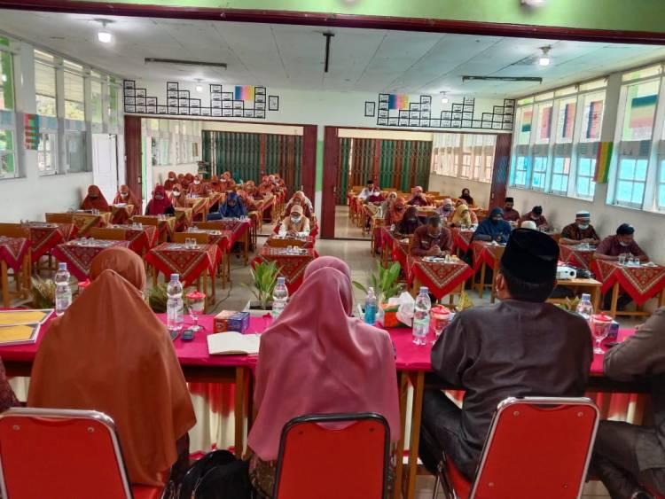 MTsN 1 Agam Menggelar Workshop Persiapan Akreditasi dan AKM 2021