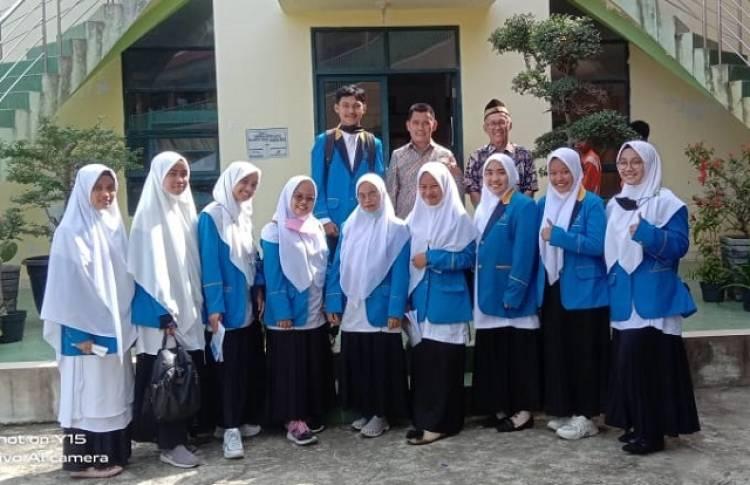 10 Mahasiswa IAIN Batusangkar PL di MTsS PSA Sulit Air