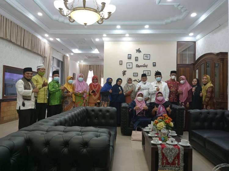 Ketua DWP Kemenag Silaturahmi dengan Ketua PKK Kota Padang